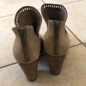 Vince Camuto Shoes - Vince Camuto fileana tan booties